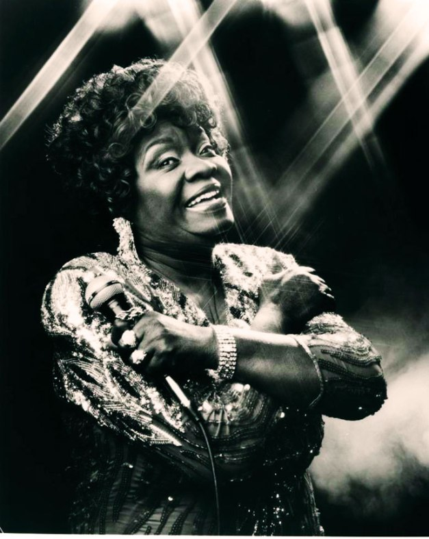 Koko Taylor - sayin' it and the French, diggin' it. (Photo: Peter Amft)